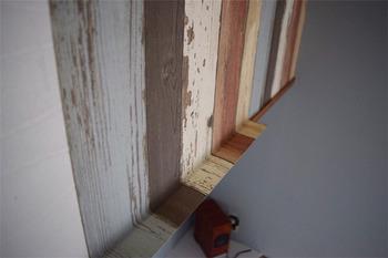 縁や桟など端の処理は、しっかり密着させてからカットすると仕上がりがきれいです。