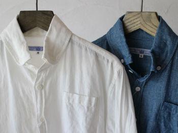 ちょっと武骨な感もあるボタンダウンやダンガリーシャツ。お手入れも楽で、シワも味と捉えて気にする必要もなし。こんな楽ちんなシャツ、利用しない手はありませんよね?