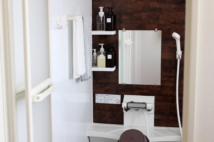 湿気の多いお風呂場はカビが発生しやすい場所。入浴後や掃除後などは必ず換気をしましょう。窓のあるお家は風を通したり、24時間換気のあるお家は常に換気スイッチを入れておいたりと空気が循環するようにしましょう。