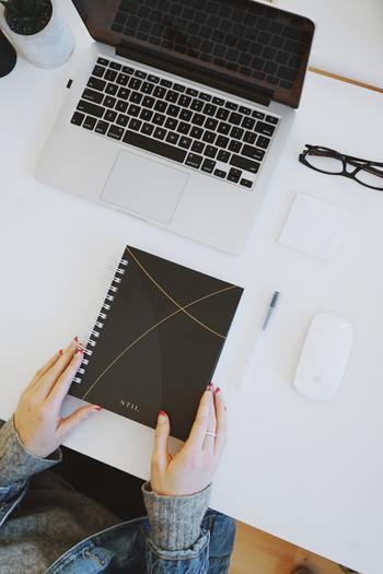 「ここで働きたい」と自分で選び、試験や課題をクリアして入った会社でも、実際に入ってみると社風や仕事内容、あるいは人間関係について思っていたのと違う、ということがあります。