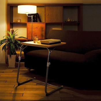 なかなかちょうどいい高さのサイドテーブルが見つからない場合は、伸縮式を選ぶのも一つの方法です。ソファを買い換えて高さが変わっても、柔軟に対応できます。