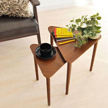サイズ違いでセットになっているサイドテーブルもありますよ。好きな角度に重ねたり、個別に使ったりとアレンジできるのが魅力です。