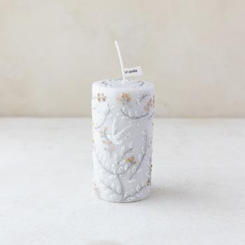 どんなアイテムで香りを楽しむかは、使いやすさやその日の気分で決めてOK。香りを楽しむアイテムの代表であるアロマキャンドルは、火の揺らめきが心をリラックスさせてくれます。