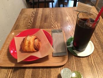 フィンランドのシナモンロールもおすすめ。フィンランドのレシピで作る自家製シナモンロールは、カルダモンを使ったフィンランドの伝統的なパンです。神戸「GREENS」の豆で淹れたコーヒーとの相性もぴったり。