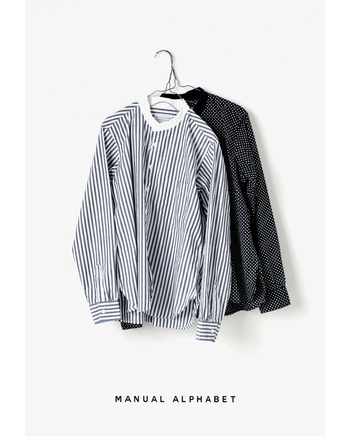 さりげない立ち襟が良いアクセントになっているバンドカラーシャツ。ジャケットやコート、さらにはパーカーなど、あらゆるアウターとの相性もよく、きれいめにもカジュアルにも着こなしやすいのが魅力。シンプルな無地のバンドカラーシャツも重宝しますが、柄物も素敵ですよ。