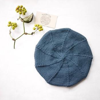 オーガニックコットンを使ったレトロなデザインのベレー帽。クラシカルなスタイリングによく似合います。