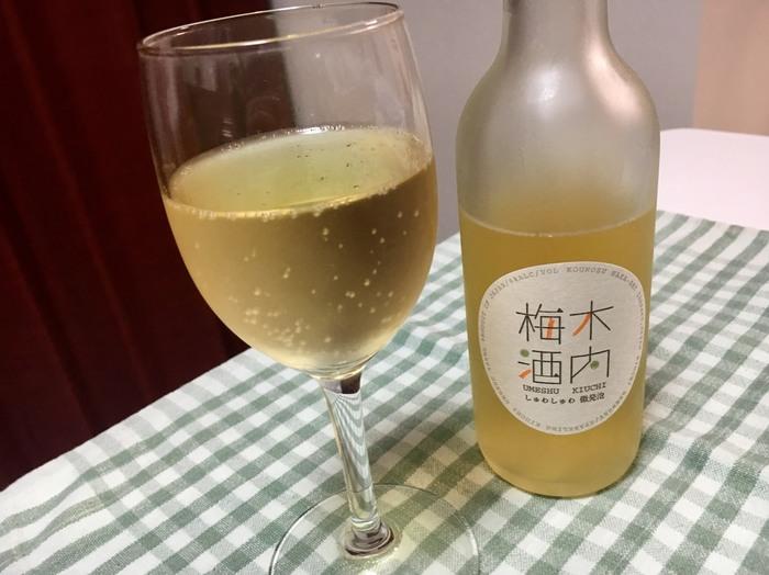 茨城県那珂市の木内酒造が作る「木内梅酒」は、常陸野ネストビールを蒸留してビールスピリッツにし、梅の実を漬け込んださらりとした旨口が魅力のリキュール。また、微炭酸入りの木内梅酒は、軽い甘みと爽やかなキレ味を楽しめつつ、アルコール分は6%と低めなので飲みやすいですよ。ロゴデザインも愛らしく、飾っておいてもおしゃれ。