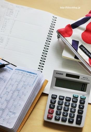 です! 家計簿をしっかり付けよう、きっちり付けようと思うから、最初は良くてもなかなか続いていかないのです。  コツは「家計簿をしっかり付ける」のをやめること。 いくら細かく収支を付けるほうが節約になるとはいっても、続かないと意味がありません。  ざっくりで良いので、お金の流れがわかるようにすれば良いのです。