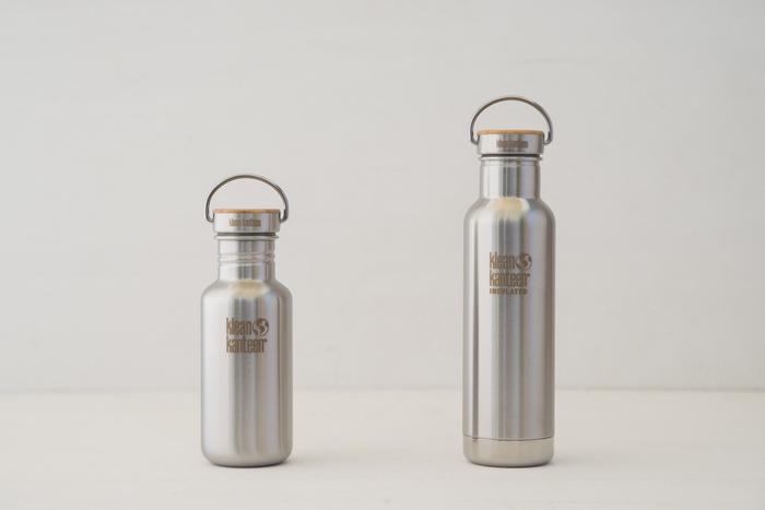 環境保全と消費者の安心安全に対する強い使命感を持つ家族経営の会社「klean kanteen」。実は、このリフレクトボトルは、塗料とプラスチックを一切使用していません。ステンレスと持続的に採取できる素材であるバンブー(竹)、食品グレードのシリコン素材のみで作られているアイテムです。美しさと安全性にこだわった洗練されたデザインが魅力的で、内側には電解研磨が施され、有害な製造工程は一切ありません。お手入れも簡単で、どこか愛着のわくレトロっぽい雰囲気もたまりません。