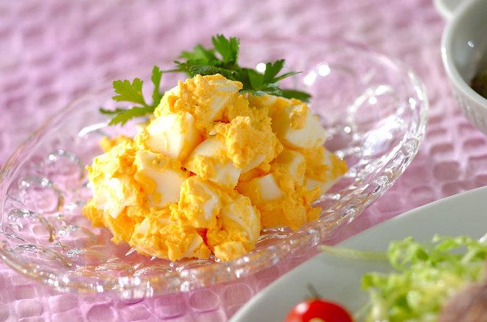 卵だけで作る本当にシンプルな「卵だけサラダ」。なんだかほっこり優しいお味。鮮やかな黄色が春を感じさせてくれます。