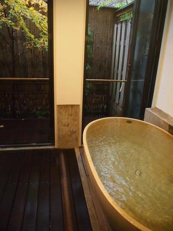 台温泉の泉質はお肌にやさしい弱アルカリ性です。ですが、ほのかににおう硫黄は温泉気分を高めてくれます。