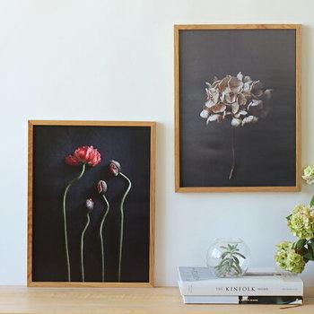 シックなカラーで印刷された写真は、大人っぽく落ち着いた雰囲気です。白い壁に飾れば、コントラストが効いて素敵。