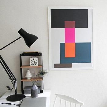 色と形を楽しめるシンプルなポスターです。飾ればパッと美術館のような洗練されたお部屋になりそう。