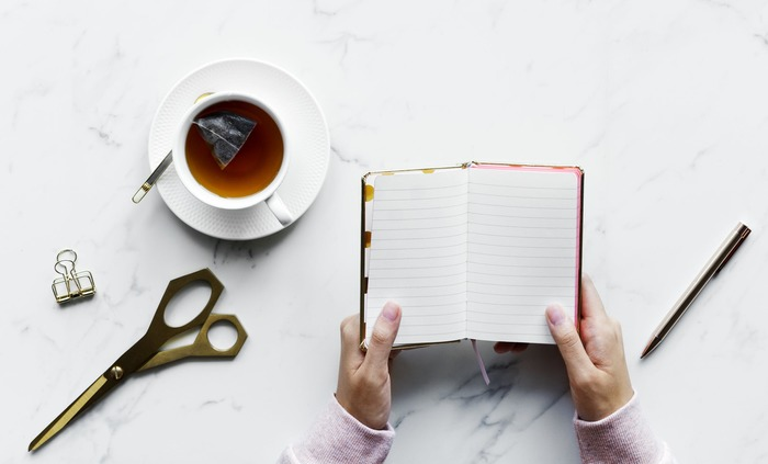 日常生活で何か幸せを感じたら、すぐさま携帯やノートに書き留めます。そうすることで普段自分が流してしまっている「好き」がハッキリし、自覚しやすくなります。