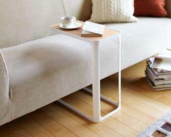 """手を伸ばせばそこにある。ソファと相性の良い""""サイドテーブル""""の選び方"""
