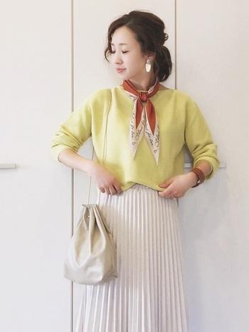明るめの巾着は、色を取り入れた爽やかな春コーデにもピッタリです。