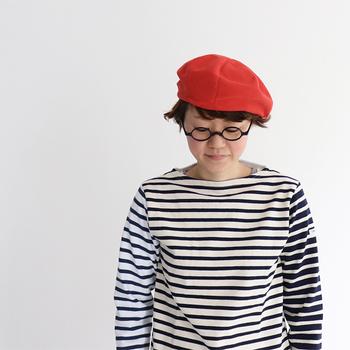 ニット帽をコーディネートすると、全体のテイストをまとめやすくなります。軽やか素材のニット帽をひとつ持っていると重宝しますね。爽やかで可愛いニット帽をご紹介していきます。