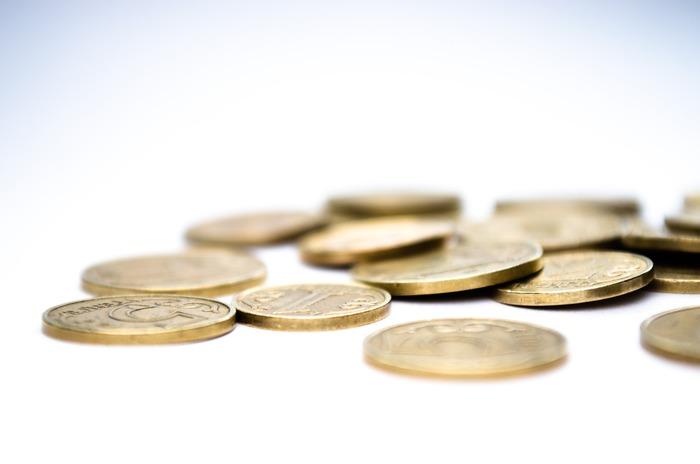 「つもり貯金」は、本来、出て行くはずのお金を貯金するという貯金方法なので、チャレンジしやすいというのはありますが、取り組みやすい=少額であることが多く、貯められる金額は、短期間的に見ると決して高額なものではありません。そのため、「我慢している割に貯まらないな…」と感じてやめてしまう人が多い傾向にあります。