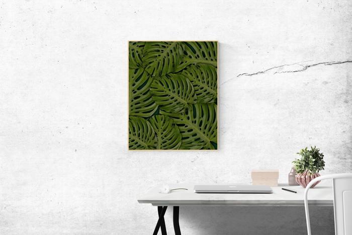 やや雰囲気が物足りないときには、壁のスペースを生かして、絵を飾ったり小物を収納してみてはいかが。ふと目が留まった際にホッとできるインテリアを目指しましょう♪