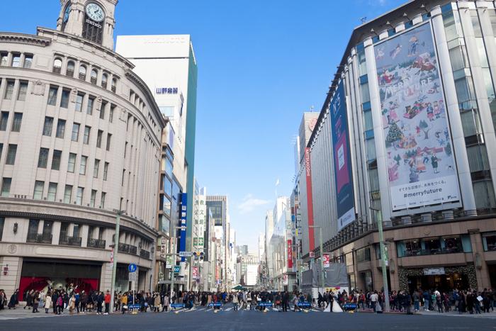 vol.1では、東京・銀座にフォーカス。華やかな大人の街として知られる銀座ですが、新旧の名建築が集まり、街自体がまるで建築の博物館のような街です。  そんな銀座で注目の建築物から、レトロな雰囲気を持つ建築をセレクトしました。知識が無くても、眺めるだけで心潤うはず*  どこか懐かしい感覚を覚える、銀座のレトロ建築の世界を覗いてみませんか。