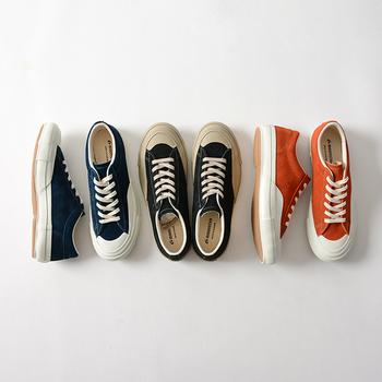 今、注目度急上昇中の福岡県久留米市発のブランド「MOONSTAR」。1873年の創業以来、「一人ひとりに心地よい靴」を目指して、自社工場で靴を作り続けているそうです。