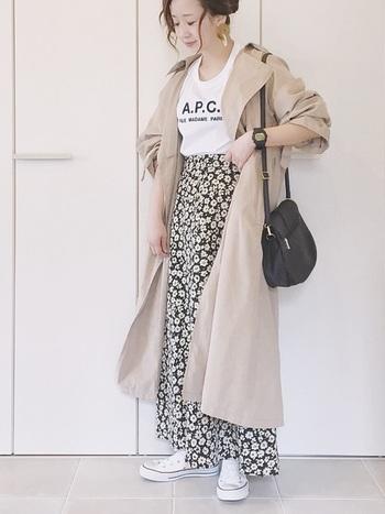 女子力高めのお洋服にスニーカーを合わせると、程よいカジュアル感をコーデに取り入れることができ、よりおしゃれさんに♪