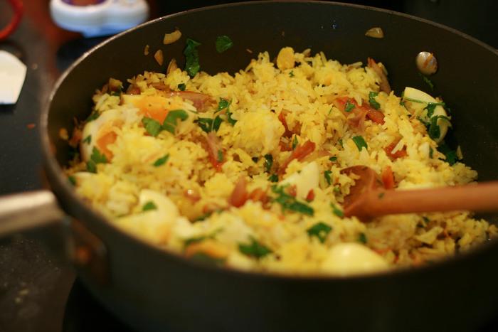 とても簡単ですね。レモンライスは、カレーをはじめ、肉・魚介料理などともよく合います。見た目も爽やかできれいですね。