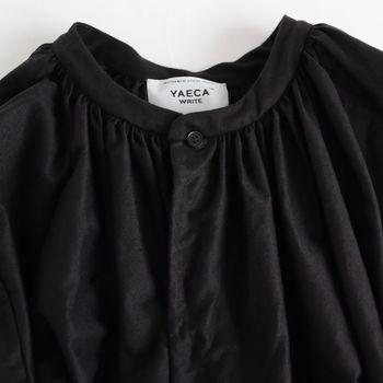 パールのロングネックレスを二重に合わせて、ローヒールのパンプス、ヘッドアクセサリーと組み合わせても素敵。オケージョンでもオフでもコーディネートの主役になれる一着です。