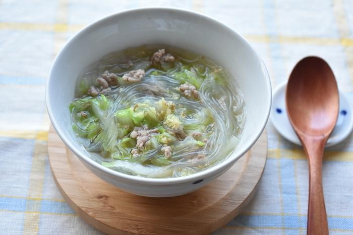 こちらはなんとなく体調が優れない時にもおすすめの春雨スープです。すりおろしたショウガをたっぷり入れれば体の中からぽかぽか♪水溶き片栗粉でお好みのとろみ具合に仕上げましょう。