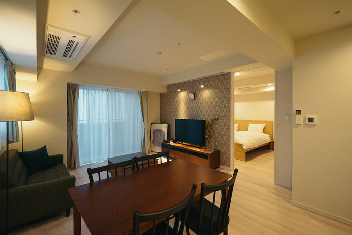 自宅にいながらホテルのような心地良い空間が楽しめるホテルライクなインテリア。ポイントは、見える場所に置くものを厳選し、インテリアに上質感をプラスすることです。