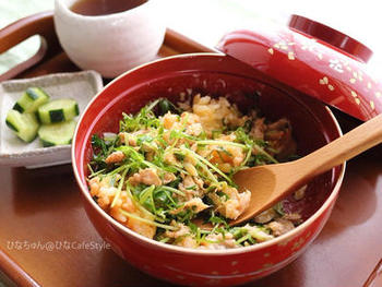 自宅で手軽に栽培できて、キッチンバサミでさくっと切って調理できる便利な「豆苗」を使ったレシピ。いつでも家にある、ツナ缶と卵を使ってパパッとつくれます。