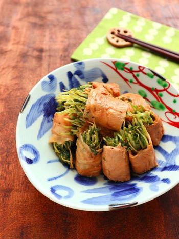 手軽に緑の野菜が食べたいとき、豆苗を育てておくと便利。豆苗を切るとき、豚肉を巻いて焼いた後に切るとき、終始キッチンバサミを使います。
