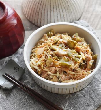 ピリ辛風味がやみつきになるおつまみは、洗い物がキッチンバサミと耐熱容器だけのお手軽さ。作った翌日は、より味が染みてより一層美味しくなります。