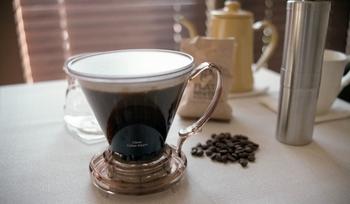 コーヒー豆の分量を減らすのではなく、規定の分量で抽出した後にお湯を注いで薄めましょう。コーヒー豆の分量を減らすと、風味や香りが十分に引き出されなくなってしまいます。