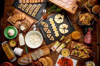 日本初の自家製モッツァレラチーズの食べ放題を謳い文句に関東に初出店した「goodspoon(グッドスプーン)」。 出来立てのモッツァレラチーズが、ランチブッフェでは食べ放題。
