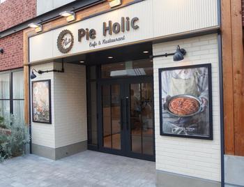 アメリカのソウルフード「パイ」が、出来立てでランチタイムには食べ放題できちゃう「Pie Holic(パイホリック)」。平日でも行列ができる、大人気のお店です。