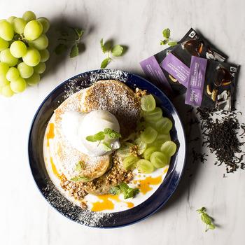 バーガー類に加えて、パンケーキなどのスイーツメニューも充実。オーダーごとに豆を挽いて丁寧に抽出される、こだわりのコーヒーとともに召し上がれ。