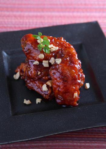 ケチャップを使って作る料理は中華だけではありません。甘辛くて癖になる美味しさの「ヤンニョンチキン」もケチャップを使って作ります。市販の唐揚げに味付けしても良さそうです!是非試してみて下さいね。