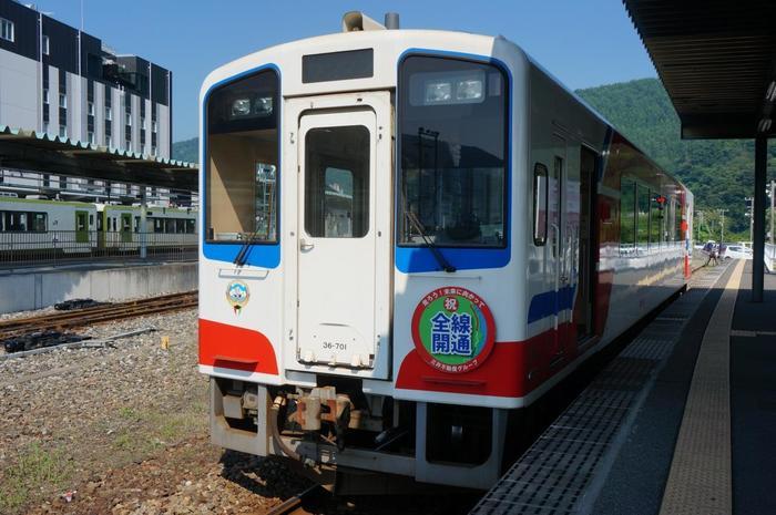 2019年3月23日に、不通となっていたJR山田線の釜石~宮古間の移管・統合によって、「久慈駅~宮古駅」を走る北リアス線と、「釜石駅~盛駅」を走る南リアス線が1つに繋がり「三陸鉄道リアス線」として運行が開始されます。 一層便利に風光明媚な三陸海岸の旅が楽しめるようになります。