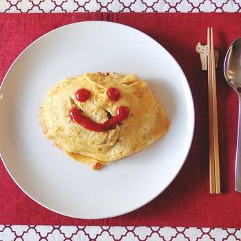 オムライスやナポリタンなど洋食には欠かすことができないケチャップは、トマトの酸味と甘みでお料理を失敗なく美味しく盛り上げてくれ、なおかつ保存がきくとっても便利な調味料です。