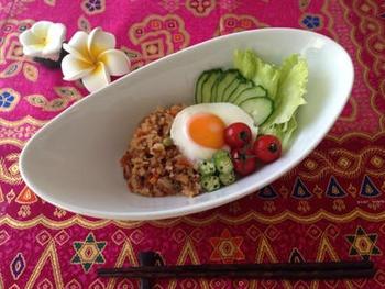 こちらも同じくインドネシアや、マレーシアのお料理「ナシゴレン」。なんと材料を入れて炊飯器で作れちゃいます。目玉焼きを乗せて召し上がれ♪