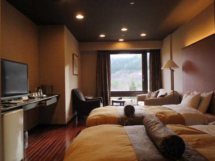 お部屋のタイプは和室、洋室、和洋室とバリエーションもいろいろ。また、専用のかけ流し風呂のあるお部屋もあり、天然の温泉を独り占めできるタイプもあります。