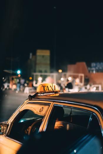いずれのもすべてタクシーの中で起こったささやかな物語。クスッと笑えるエピソードから、涙してしまいそうになるものまで、タクシーという世界中にありふれた小さな空間の中で繰り広げられる人間模様を描いた秀作です。