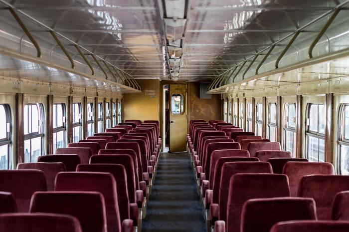 列車の中で偶然出会った一組の男女。意気投合した二人は列車を途中下車し、ウィーンの街をただただあてどもなく歩く。その中でどんどん惹かれあってゆく二人。しかし楽しい時間はあっという間に過ぎ、やがてお互いの生活に帰る朝がやってくる……。