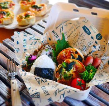 ひとつのボックスにおにぎりや様々な具材を入れて、見栄えの良いおしゃれなお弁当を簡単に作ることができますよ。