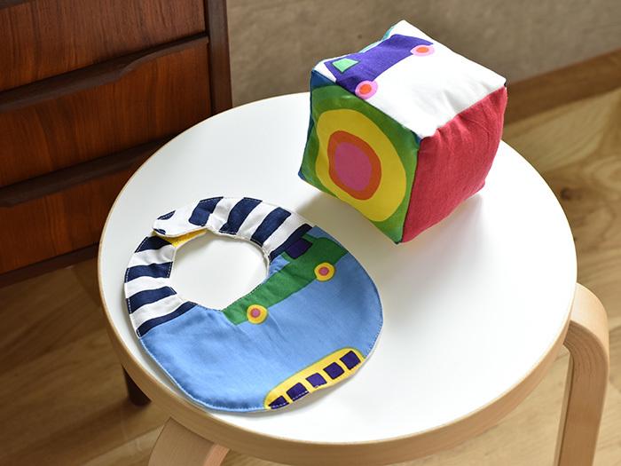 見れば楽しい気分になる色鮮やかな北欧風のデザインのハギレは、赤ちゃん用のスタイやおもちゃを作るのに最適。おしゃれなデザインの生地なら、お部屋に置いておいても生活感が出ません。