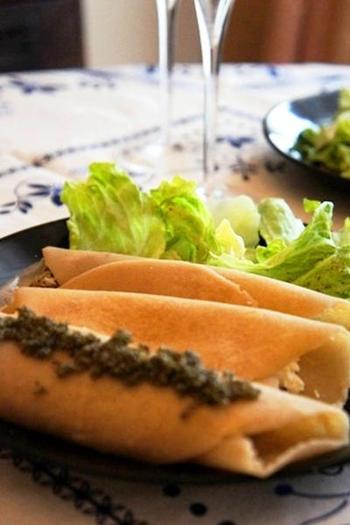 クレープ状ブリニに贅沢にキャビアを添えたら、せっかくなのでシャンパンを開けて、ちょっとラグジュアリーなブランチに。