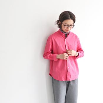 ピンクカラーのアイテムは、身に着けるだけで元気が出てくるという人も多いはず。ぜひデイリーコーデに取り入れて、内側から元気をチャージしてみてくださいね♪