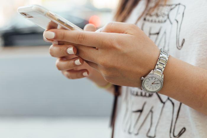 アプリやパソコン、紙に記入して記録している場合も、「使いすぎている」と感じる費目についてチェックを。「週末は疲れているのもあって外食が増える」など自分のお金を多く使うときのパターンも見えてくるかもしれません。