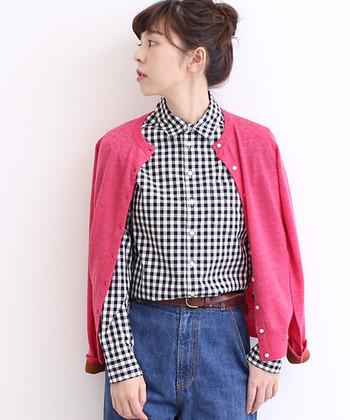 タイプライター素材で、耐久性が強くリッチ感のある仕上がりのチェック柄シャツ。モノトーンのベーシックなシャツは、様々なテイストで着こなせます。ピンクなどの春カラーとも相性◎